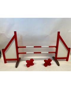 Překážka červená (zavřená) s dvěma skákavými paprsky, 4 podpěrami zavěšení a 2 bloky kavaletů
